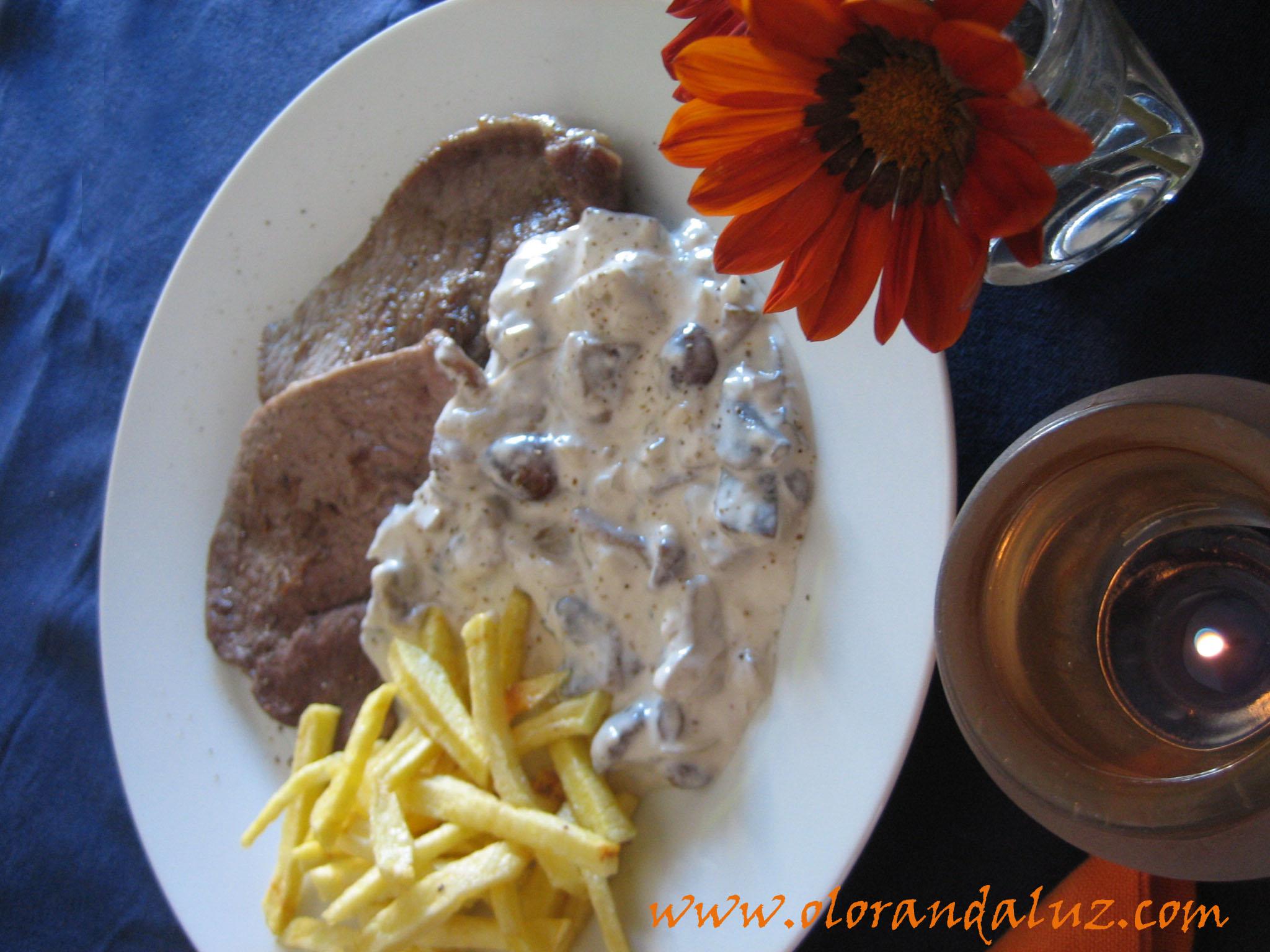 Ternera con salsa de setas olor andaluz - Filetes de ternera con salsa ...