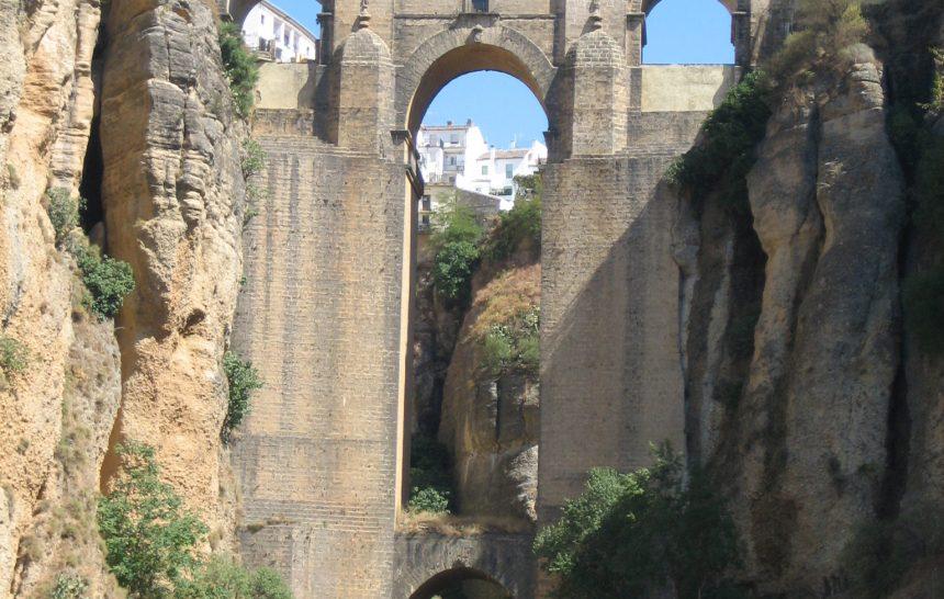 Disfrutando en el puente de Ronda