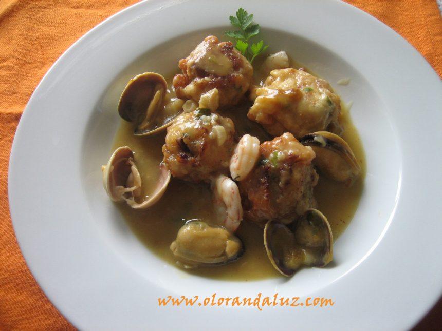 Albóndigas de pescado en salsa