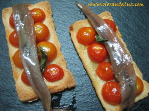 Tosta-tomates-cherry-anchoas