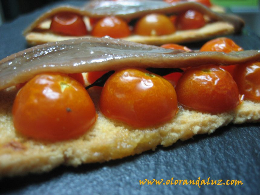 Tostas de tomate cherry y anchoas