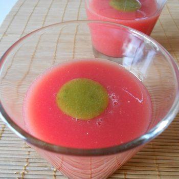 Sopa fría de sandía y tomate con aceite de albahaca