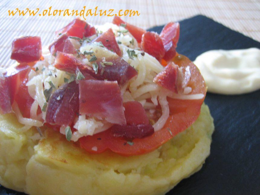 Minipizzas de patata, jamón serrano, tomate y queso #RetoCanalCocina