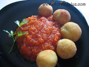botitas-de-patata-con-salsa-de-tomate
