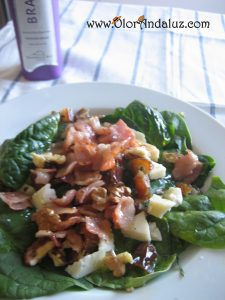ensalada-de-espinacas-bacon-datiles-nueces