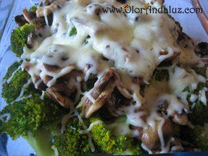 brocoli-con-champiñones-y-queso-gratinado