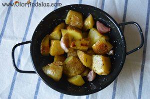 patatas-con-hierbas-aromaticas-ajo
