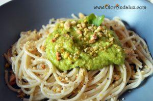 espaguetis-aguacate-frutos-secos