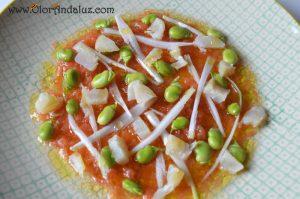 Ensalada de habas-tomate-bacalao